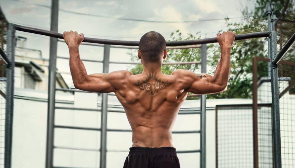 Как правильно подтягиваться на турнике для начинающих, чтобы накачать мышцы