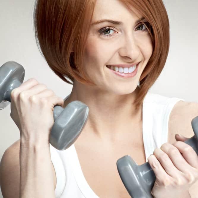 Выполнение упражнений со свободными весами