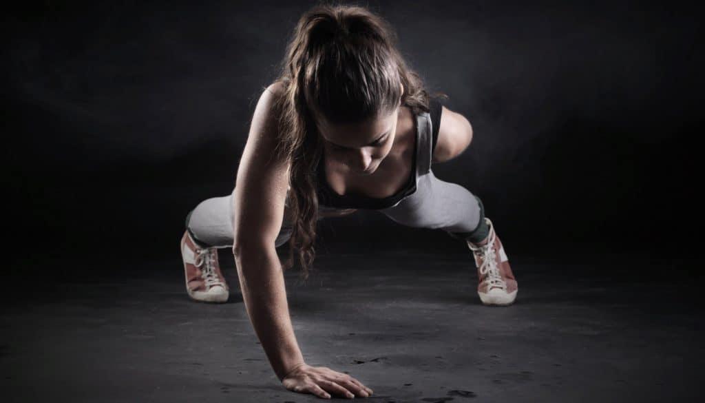 Круговая тренировка для начинающих девушек для сжигания жира на все группы мышц в домашних условиях